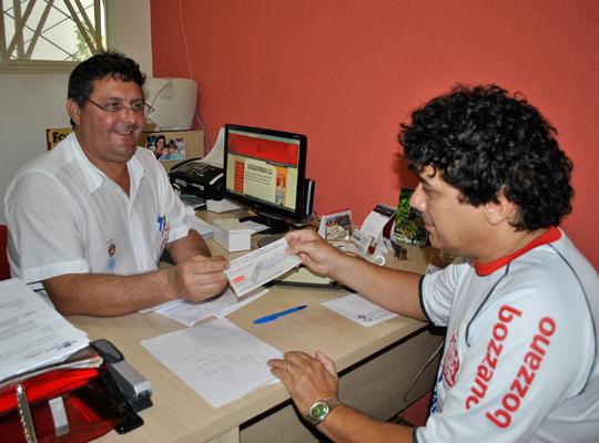 DITseguro16mai2012 DIT: Associado recebe seguro no Sindicato