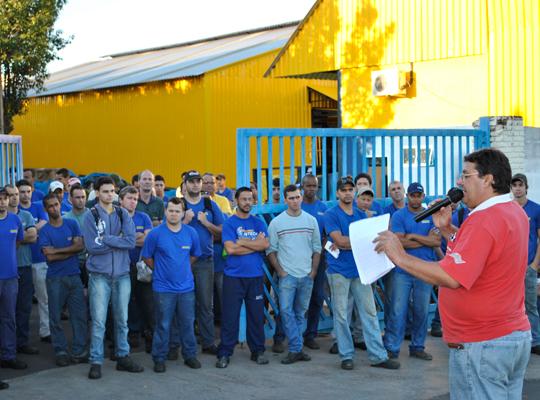 PLRChiaperini18abr2012001 Trabalhadores aprovam acordo de PLR na Chiaperini