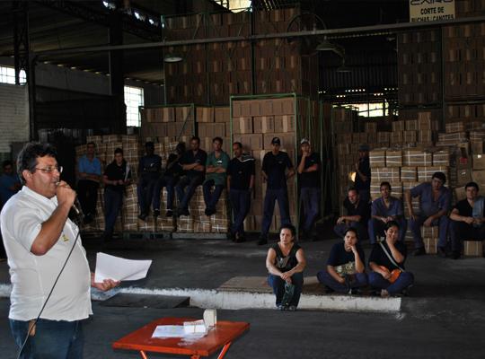 asscairu03ago201201 Trabalhadores da Cairu aprovam acordo de PLR 2012