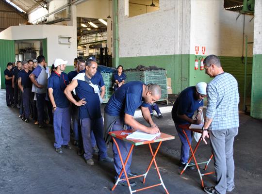asscairu03ago201202 Trabalhadores da Cairu aprovam acordo de PLR 2012