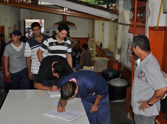 asscopromem17maio201301 Empregados da Copromem rejeitam proposta de PLR
