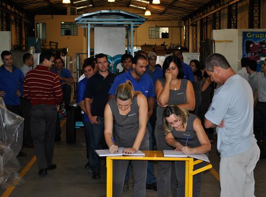 assembgermek2abr201202 Trabalhadores da Germek aprovam acordo de PLR