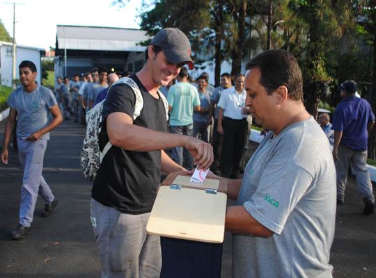 assinca17031402 Empregados da Metalúrgica Inca aprovam propostas  de Acordo de Horário e PLR