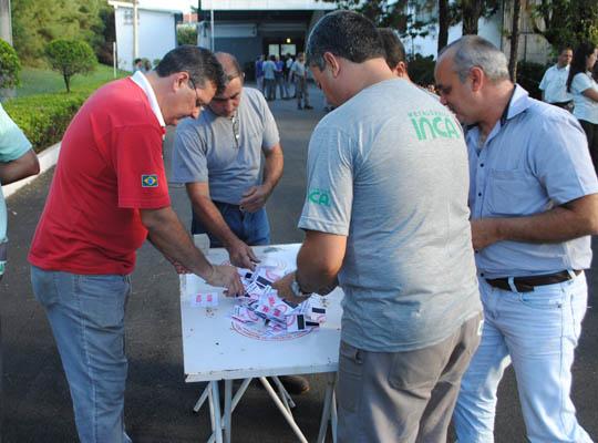assinca17031403 Empregados da Metalúrgica Inca aprovam propostas  de Acordo de Horário e PLR