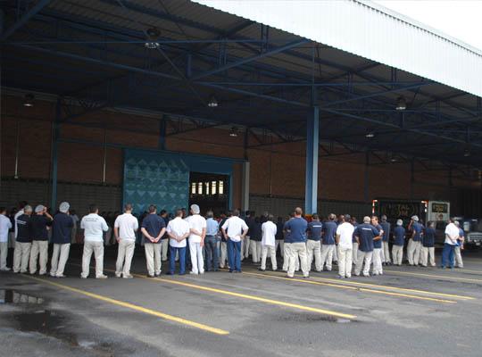 asssmetmoc22nov01 Empregados da Metalúrgica Mococa aprovam PLR , Acordo Coletivo de Trabalho e Ticket alimentação em Assembleia