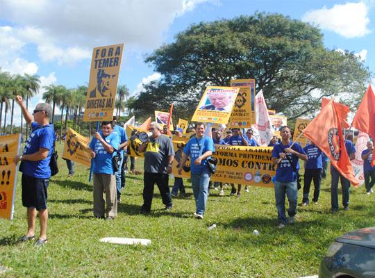 bra003 Metalúrgicos de Mococa presentes na Marcha de Brasília Contra as Reformas Trabalhista e Previdenciária e por Eleições Diretas Já! Fora Temer!!!