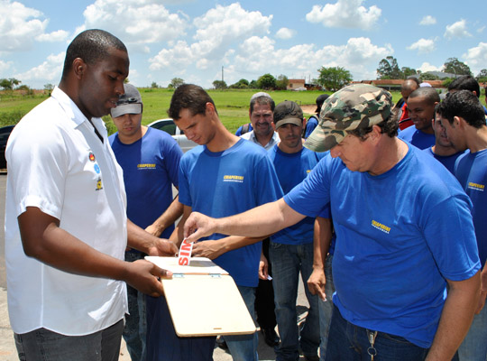 campsal2012016 Campanha Salarial 2012: Trabalhadores aprovam em assembleias contra proposta dos sindicatos patronais