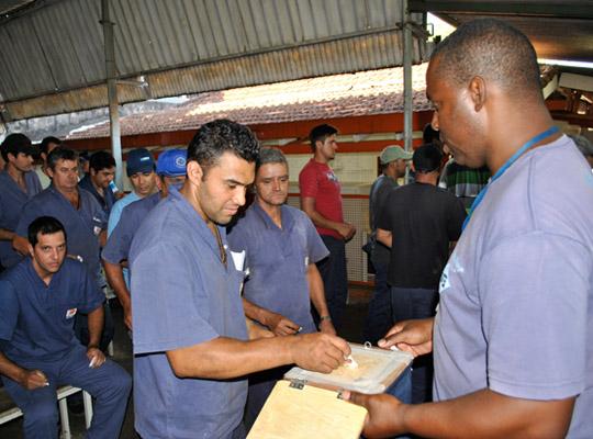 campsal2012018 Campanha Salarial 2012: Trabalhadores aprovam em assembleias contra proposta dos sindicatos patronais