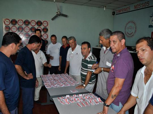 campsal2012021 Campanha Salarial 2012: Trabalhadores aprovam em assembleias contra proposta dos sindicatos patronais