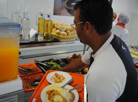 food03 Sindicato conquista alimentação para empregados da Delphi