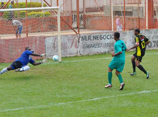 futrod0102 Futebol Society : Campeonato estréia com goleadas