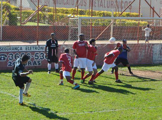 futsemifinal01 Maza e Usina Ipiranga são as finalistas do XIV Campeonato de Futebol Society