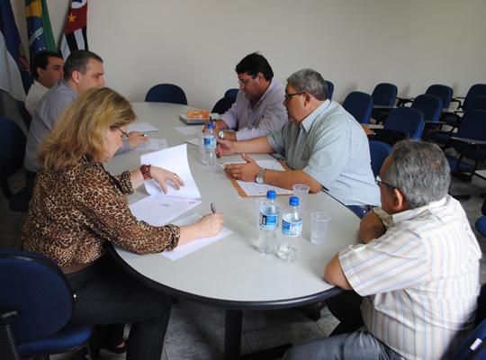 mesakromak01 Entendimento  entre Sindicato e as empresas Kromaq e Usimaq no Ministério Trabalho  em Ribeirão  Preto