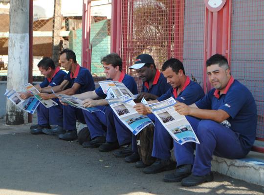 metago00 Panfletagem na porta das fábricas de Mococa e região