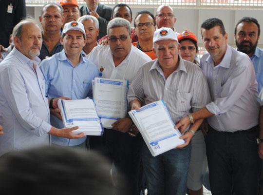 pauta001 Campanha Salarial 2013    Metalúrgicos do Estado de São Paulo entregam Pauta de Reivindicações à FIESP