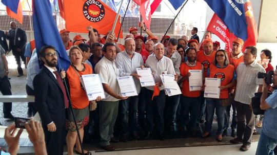 pauta001 01 Metalúrgicos do Estado de São Paulo entregam Pauta da Campanha Salarial 2015. Mococa estava presente.