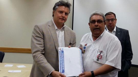 pauta002 01 Metalúrgicos do Estado de São Paulo entregam Pauta da Campanha Salarial 2015. Mococa estava presente.