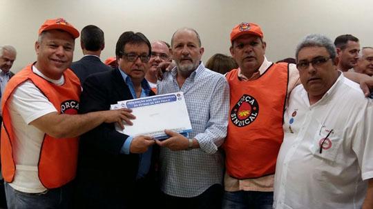 pauta004 Metalúrgicos do Estado de São Paulo entregam Pauta da Campanha Salarial 2015. Mococa estava presente.