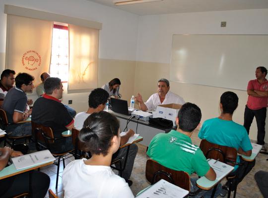 reuniaoprefeita4jan201302 Diretoria Administrativa do Sindicato e prefeita Maria Edna discutem prioridades e parcerias para Mococa